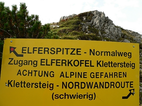 Ausschilderung zum Elferkofel Klettersteig