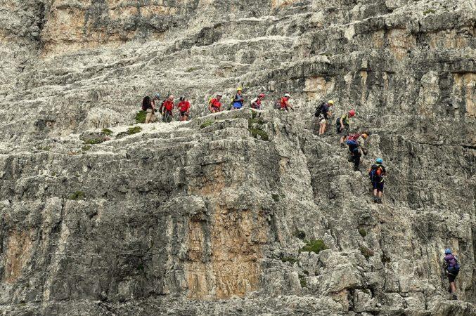 Warteschlange am Klettersteig auf dem Paternkofel