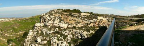 Alte römische Katakomben am Beginn der Dwejra Lines auf Malta