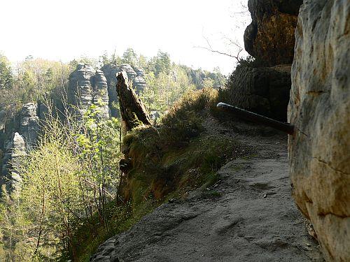 Eisenklammern am Oberen Terrassenweg