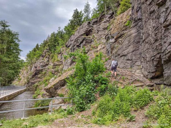 Zustieg zu den Klettersteigen bei Wolkenstein