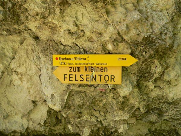 Wegweiser zu den Felsentoren der Uschowa in Kärnten
