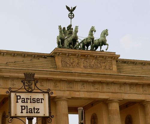 berlin-brandenburger-tor-quadriga