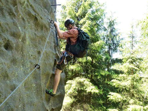 klettersteig-alpiner-grat-erste-kehre-am-einstieg-500
