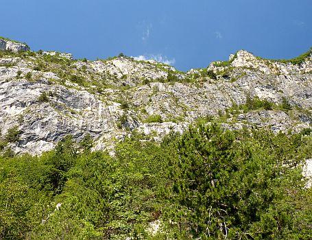 Das Felsmassiv des Cima SAT am Gardasee