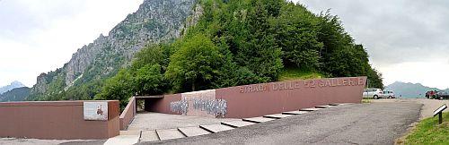 Der Eingang zum Kriegsklettersteig Cinque Cime auf der Strada Delle 52