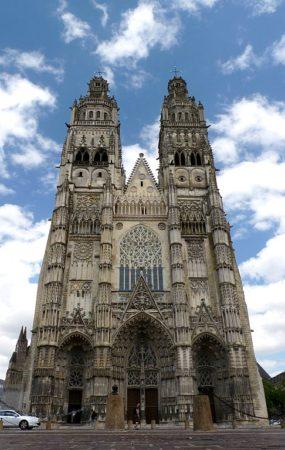 Fassade der Vorderansicht der Kathedrale Saint Gatien in Tours.