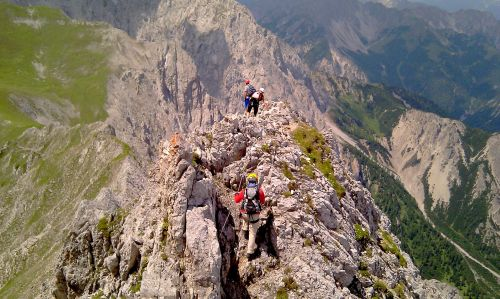 Klettersteig Innsbruck : Innsbrucker klettersteig gipfeltour mit panoramablick