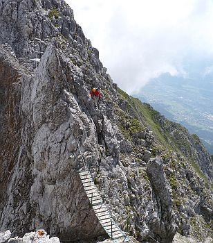 Die Haengebrücke zum zweiten Teil des Innsbrucker Klettersteiges
