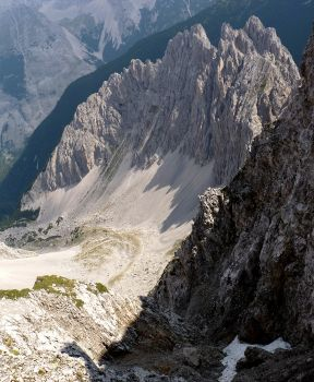 Felsmassiv im Norden des Innsbrucker Klettersteiges