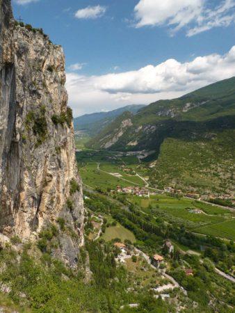 Blick vom Klettersteig in grünes Tal