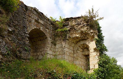ein altes Gemaeuer-die Ruine Vendome