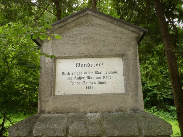 Das Maximiliandenkmal am Kaiser Max Klettersteig