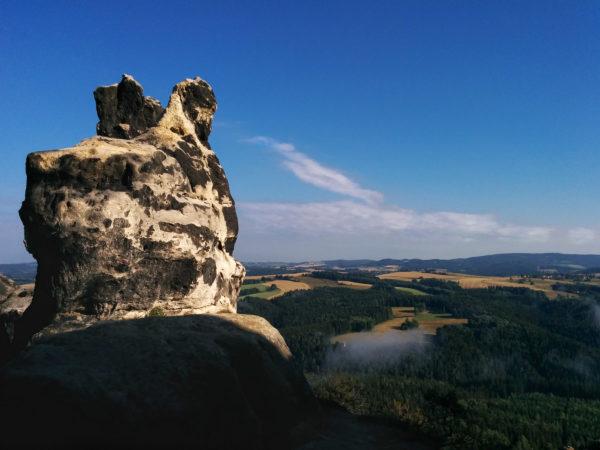 Fels und Blick in Sächsische Schweiz