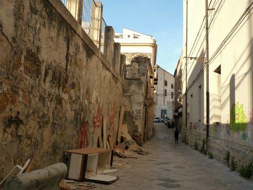 Gassen mit Müll in Palermo