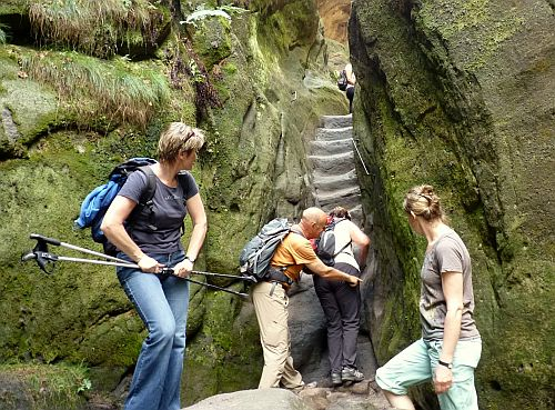 Wilde Hölle Sächsische Schweiz - schwieriger Aufstieg mit Steinstufen