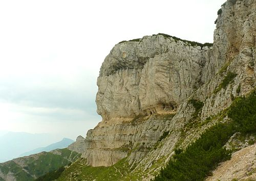 Rückseite des Dos d'Abramo durch die sich der Klettersteig Giulio Segata zieht