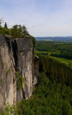 Steilwände auf der Ostseite des Pfaffenstein
