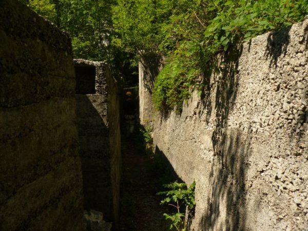 betonierter Schützengraben aus dem 1. Weltkrieg