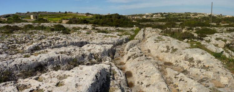 Cart Ruts, die aussehen wie eine Weiche, bei Clapham Junction auf Malta