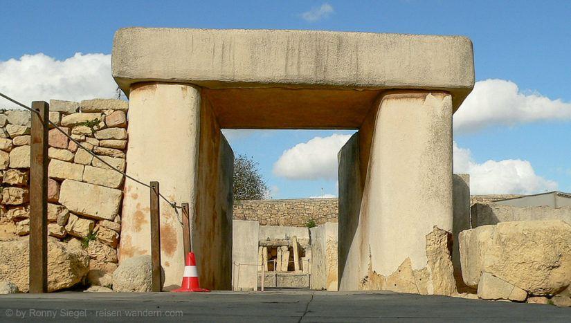 Eingangstor des Tarxien Tempel auf Malta