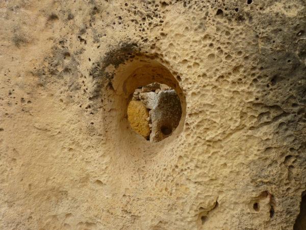 Loch im Ggantija Tempel auf Gozo
