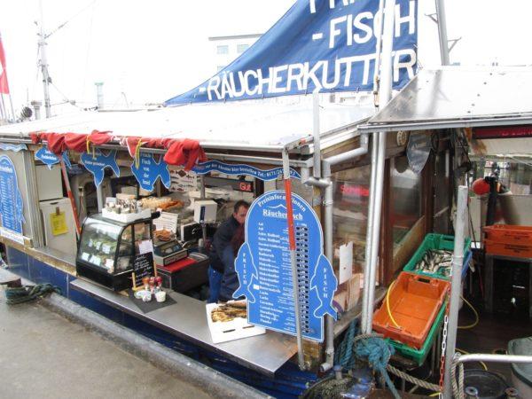 Reisetipp für Rügen - Räucherfischkutter in Sassnitz