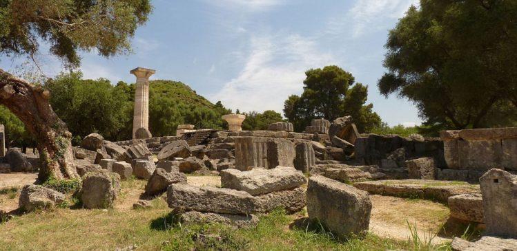 Überreste des Tempels von Zeus in Olympia