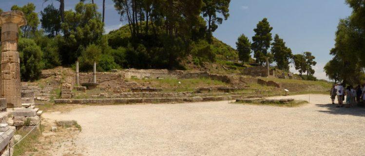 Überreste des Nymphaion des Herodes Atticus in Olympia
