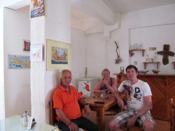Abschiedsfoto Hotel Rea: Babis, Kathrin und ich