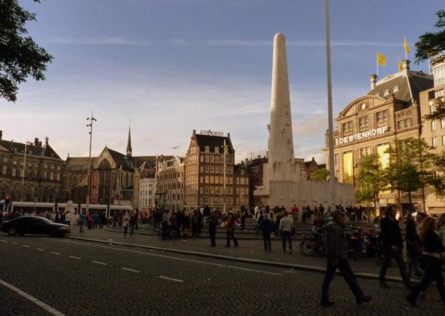 Dam Platz mit Säule in Amsterdam