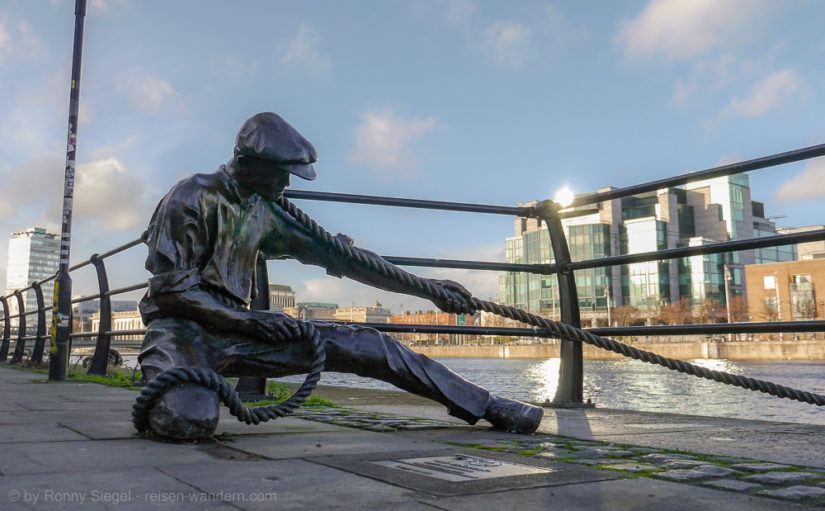 Statue eines Hafenarbeiters in Dublin