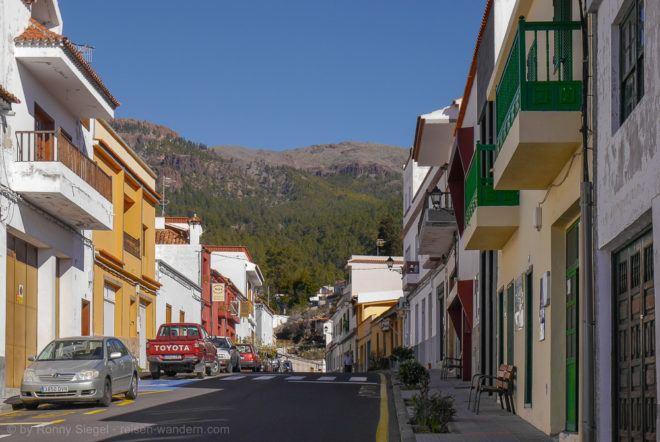 Vilaflor mit den Ausläufern der Caldera des Teide im Hintergrund