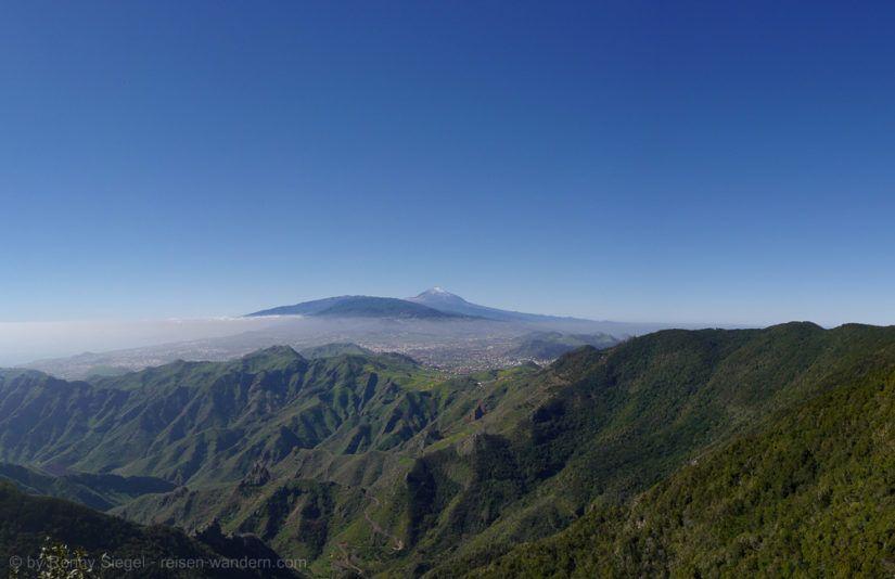 Südliche Ausläufer des Anaga Gebirge mit dem Teide im Hintergrund