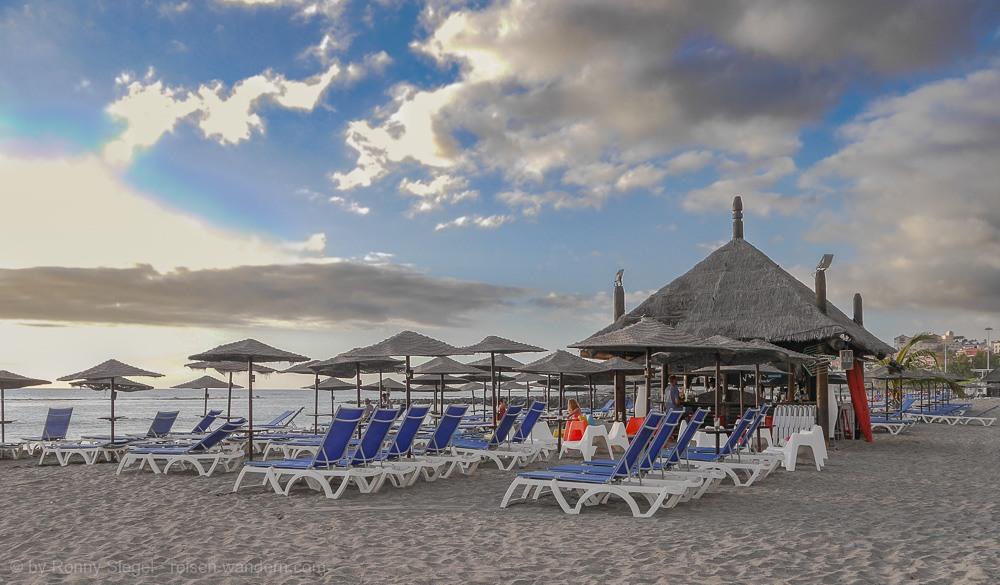 Schwarzer Strand in Playa de Las Americas