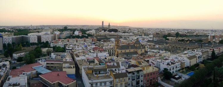 Panorama von Sevilla am Abend