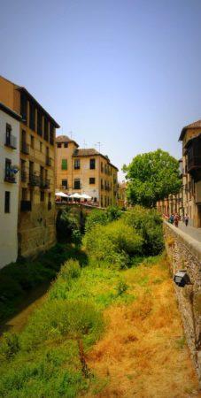 Paseo del Padre Manjon am Rio Darro in Granada
