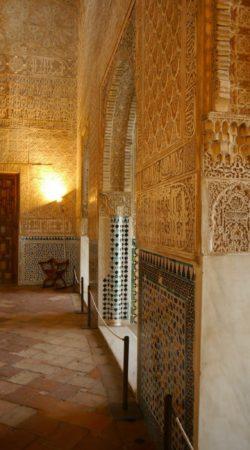 Wandverzierung in den Nasridenpalästen in der Alhambra