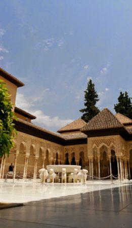 Der Löwenbrunnen im Löwenhof in den Nasridenpalästen in der Alhambra