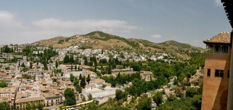 Blick auf das alte maurische Viertel von der Alhambra