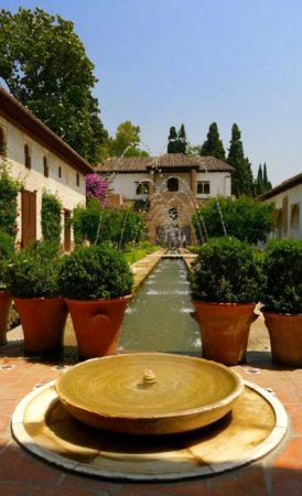 Springbrunnenanlage im Generalife in der Alhambra