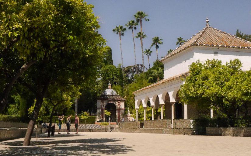 Kleine Residenz in der Gartenanlage im Alcazar von Sevilla