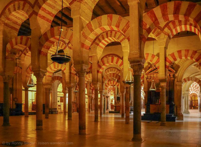 Kathedrale von Cordoba mit Rundbögen