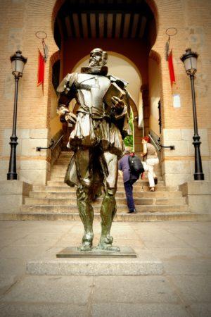 Statue von Miguel de Cervantes dem Verfasser von Don Quijote in Toledo