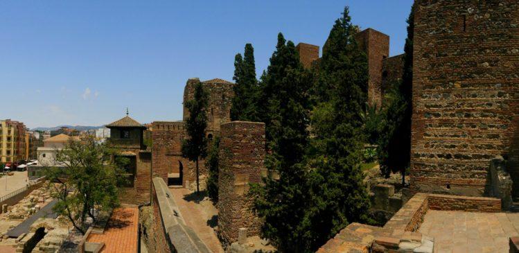Alcazaba mit Blick auf das römsche Amphitheater in Malaga