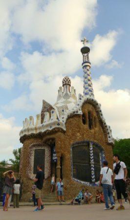 Portierloge mit Turm im Park Güell