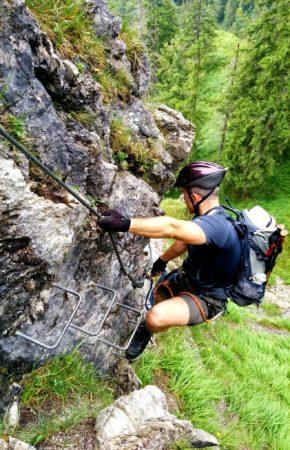 Eisenkrampen im oberen Teil des Klettersteig auf den Grünstein in Berchtesgaden