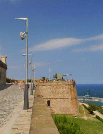 Außenmauer mit Kanone im Montjuïc Castle