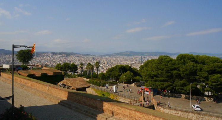 Außenmauern und Blick auf Barcelona vom Montjuïc Castle
