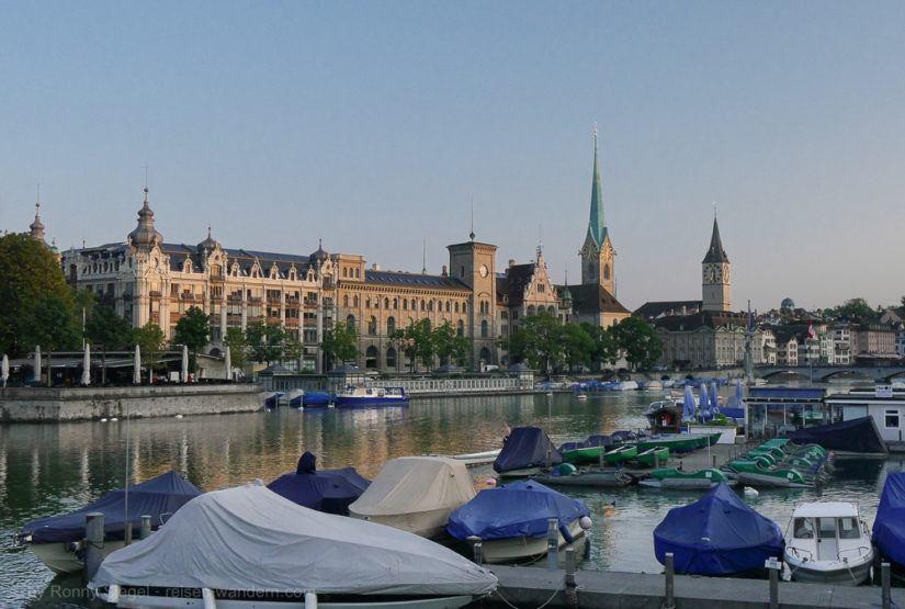 Limmat am Austritt zum Zürichsee in Zürich